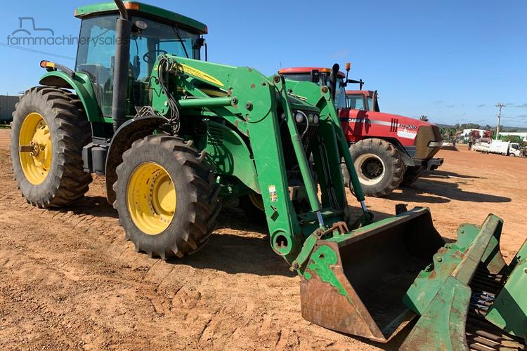 John Deere OBOC 4320 cab 2wd Tractor with a 400cx Loader
